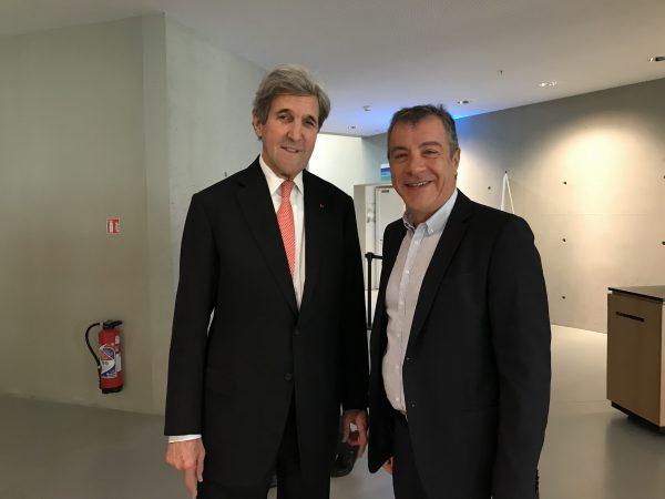 Με τον John Kerry